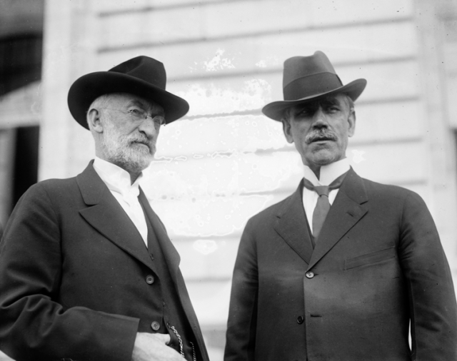 El Presidente Heber J. Grant y Reed Smoot